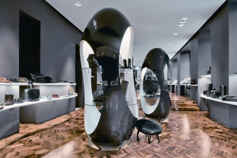Amazing Interior Design of a Shoes Boutique