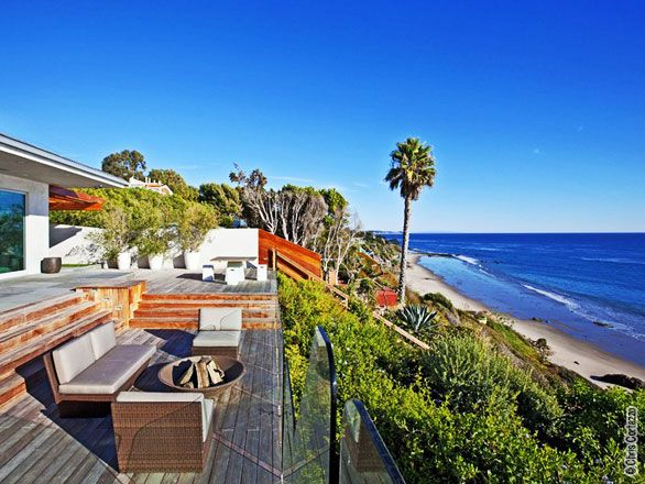 Modern Beach Villa in Malibu, California