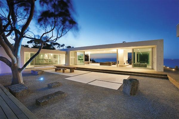 Contemporary Cliff Top House with Glass Bridge