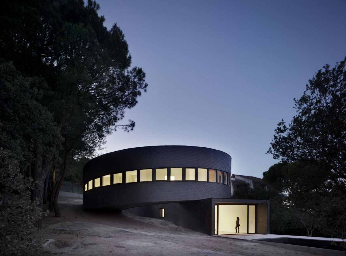 Casa 360 – Round House in Madrid by Subarquitectura