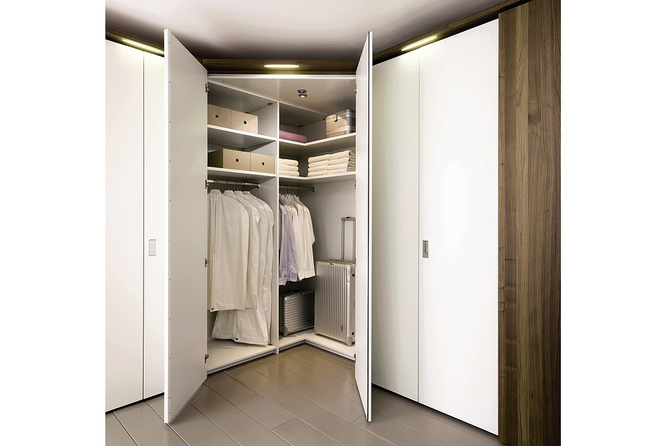 Платяной шкаф для одежды в спальню: распашной, угловой, фото.