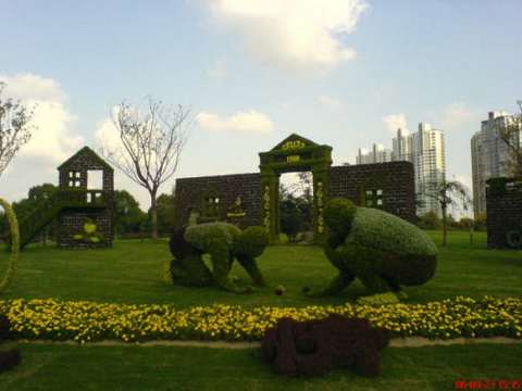 Amazing Gardens with Figures from Plants 2