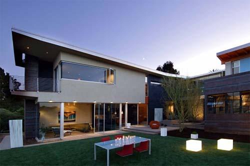 Eco House Casa Familia by Kevin deFreitas