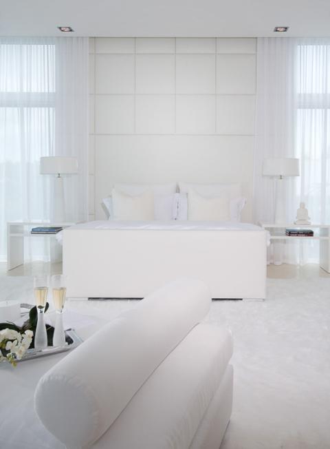 House in Miami - Interior Design in White 8