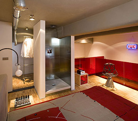 Eccentric Apartment Interior with Red Accents 5