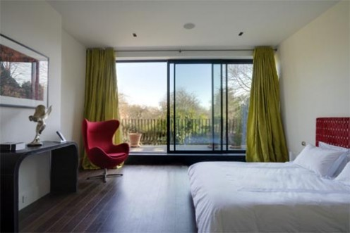 Къщата на Kelly... Luxurious-flat-in-hampstead-by-stephen-fletcher-architects-bedroom-496x331