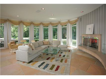 Whitney Houston Sells her House in New Jersey