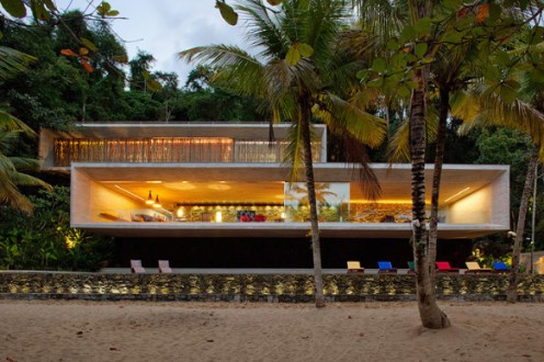 Paraty House in Brazil by Marcio Kogan