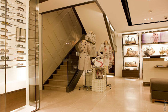 Contemporary burberry boutique in paris best home news for Boutique decoration paris