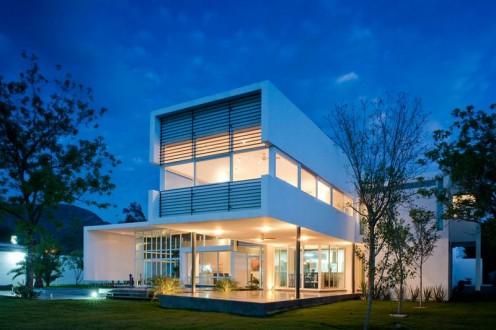El Uro - Geometric House in Mexico by 7XA Taller de Arquitectura