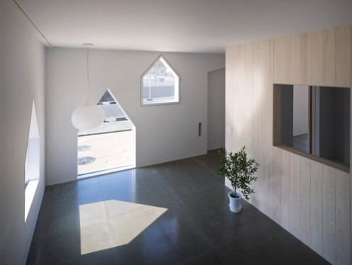 House with Non-standard Windows by Suppose Design Office